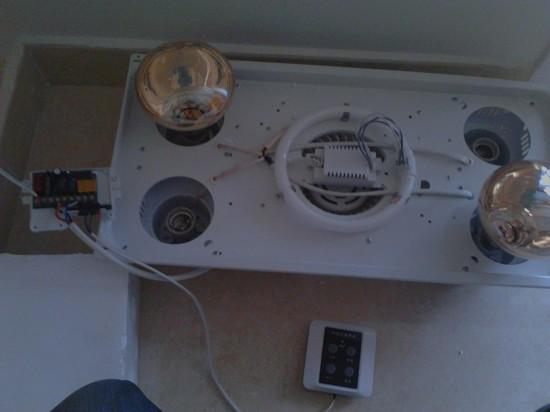 马鞍山春晖二期某户集成吊顶上集成智能浴霸安装  吊顶上的集成浴霸安装,浴霸试机图,智能浴霸就是不是用普通的开关来控制的 控制面板上面只有两跟线,但是功能还是一样的,有风扇,有照明,有灯暖。。。 使用还是一样的但是 墙里要省下很多线  这是灯暖的,是有四个灯泡,有照明灯,有排气扇  安装到集成吊顶上了, 马鞍山水电快修承接马鞍山地区所用网购灯具安装,网购卫浴安装,网购挂件安装,网购开关插座安装。。。 服务热线:1386 5555 420 QQ:160 112 112 马鞍山水电快修为你服务